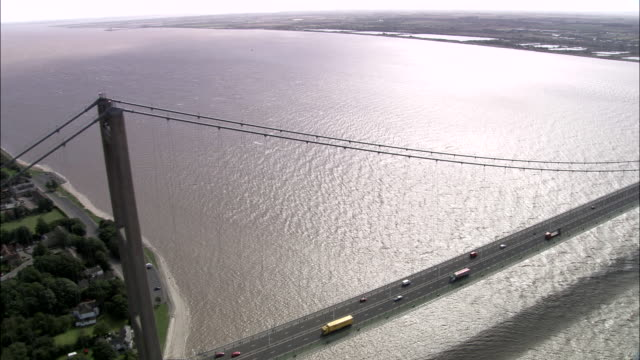 humber suspension bridge - キングストンアポンハル点の映像素材/bロール
