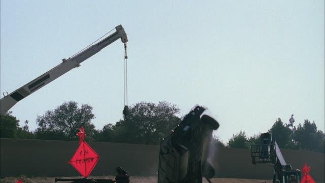 vídeos y material grabado en eventos de stock de ms hummer crashing and flying mid air - hummer