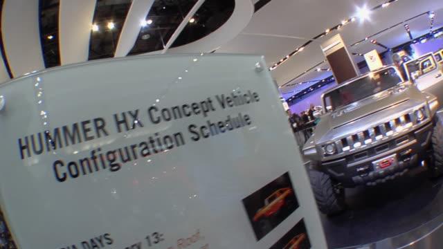 vídeos y material grabado en eventos de stock de cu hummer display at detroit auto show/ pan ws men looking at interior of hummer hx concept vehicle/ detroit, michigan - hummer