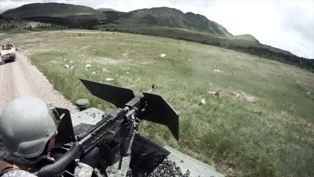 stockvideo's en b-roll-footage met humvee gunner shoots from top the vehicle - humvee