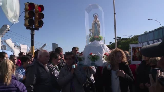 A hundred Argentinians took part Friday in a religious procession in front of the Mar del Plata navy base to pray for the missing San Juan submarine...