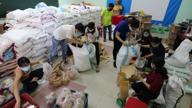 hundreds form kilometer-long lines at these semi-automated rice distribution centers, which offer free helpings of the vietnamese staple food to... - vietnam stock videos & royalty-free footage