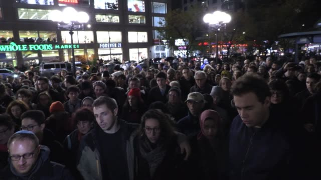 hundreds gather in union square to deliver kaddish hebrew prayer for the dead to honor victims of pittsburgh tree of life synagogue - pittsburgh video stock e b–roll