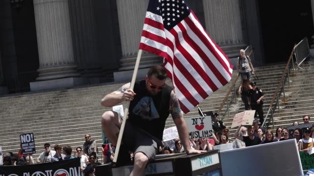 2017 Hundreds gathered at Foley Square Park – City Hall Park to counterprotest an antiSharia and antiMuslim rally simultaneously being held in the...