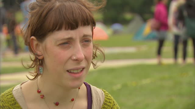 hundreds of anti-fracking demonstraters have joined camps near to a drilling site in west sussex. they've come from all over the country many of them... - protesta anti fracking video stock e b–roll