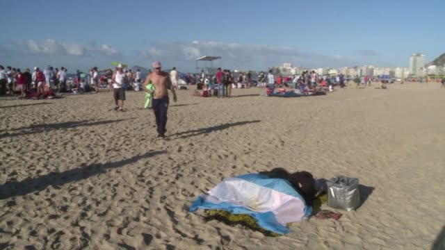 hundreds of argentines with no place to sleep spent the night at the copacabana beach to attend the final world cup game against germany at the... - sportweltmeisterschaft stock-videos und b-roll-filmmaterial