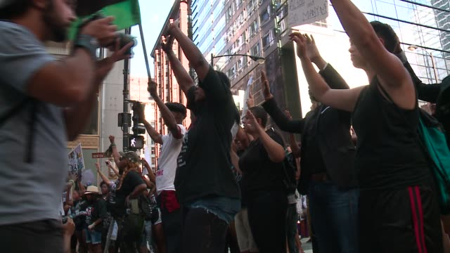 wgn hundreds of black lives matter protesters marching in downtown chicago on july 11 2016 - arms raised stock videos & royalty-free footage