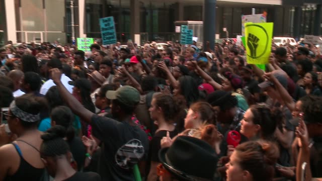 wgn hundreds of black lives matter protesters rally chant and march in downtown chicago on july 11 2016 - sprechgesang stock-videos und b-roll-filmmaterial