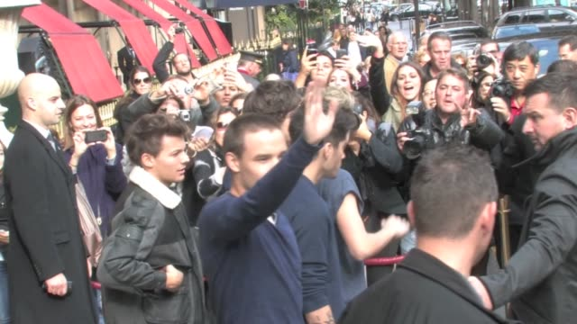 hundreds of fans were waiting for liam payne harry styles zayn malik niall horan and louis tomlinson from the famous boys band one direction they... - fan enthusiast stock videos & royalty-free footage