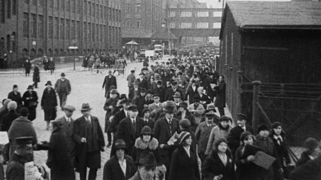 stockvideo's en b-roll-footage met hundreds of german middle class workers walking through downtown berlin, happy, smiling and greeting friends / workers board trains. german workers... - 1930