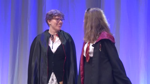stockvideo's en b-roll-footage met hundreds of harry potter fans gather at frankfurt book fair but fail to break the record of the largest gathering of people dressed as the boy wizard... - harry potter naam kunstwerk