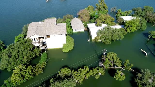 数百の家を破壊し、歴史的なオースティン洪水によって浸水 2018年 10 月 - ダメージ点の映像素材/bロール