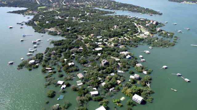 hunderte häuser zerstört und überflutet die historischen austin flooding oktober 2018 - climate change stock-videos und b-roll-filmmaterial