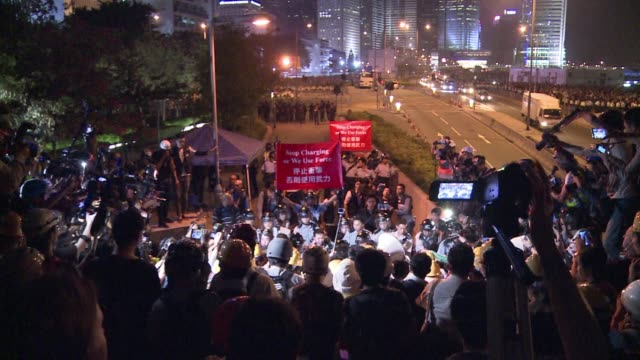 vídeos de stock, filmes e b-roll de hundreds of hong kong pro democracy protesters face off against police in a fresh escalation of tensions as officers fire pepper spray at angry... - rodeando