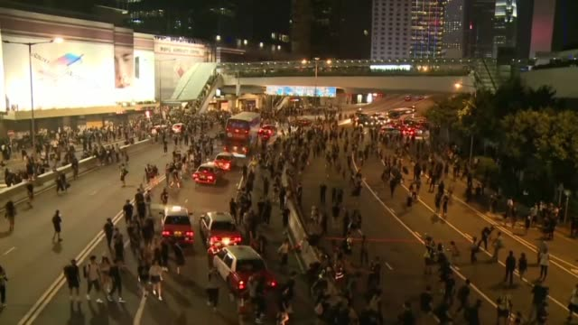 vídeos de stock, filmes e b-roll de hundreds of hong kong protesters run onto and block a major road the scene of the 2014 79 day sit in protest - major road
