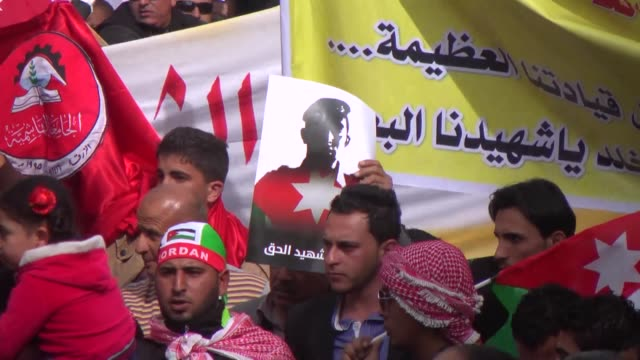 hundreds of jordanians led by queen rania abdullah took to the streets of amman on friday to denounce the murder of jordanian air force pilot moaz... - militant groups stock videos and b-roll footage