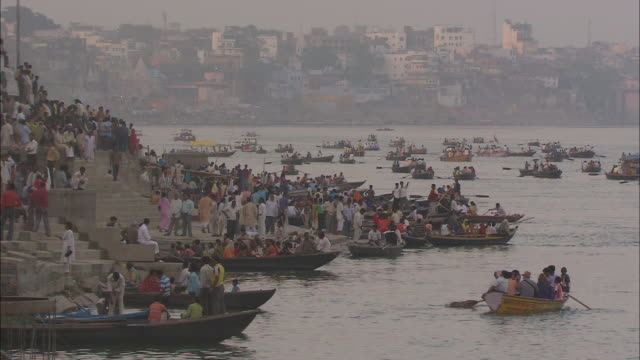 hundreds of nag nathaiya celebrants gather in rowboats and cross a river in india. - flotilla stock videos & royalty-free footage