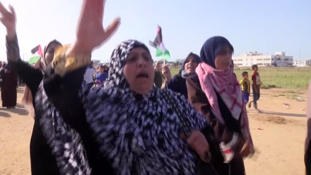 hundreds of palestinian women on tuesday converged along the gazaisrael security fence to take part in ongoing demonstrations against israel's... - middle east stock videos & royalty-free footage