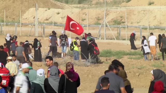 hundreds of palestinian women on tuesday converged along the gazaisrael security fence to take part in ongoing demonstrations against israel's... - historical palestine stock videos & royalty-free footage