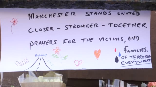 vídeos de stock, filmes e b-roll de hundreds of people are still desperately trying to trace loved ones in the aftermath of the terror attack at manchester aren thousands of teenagers... - número 1