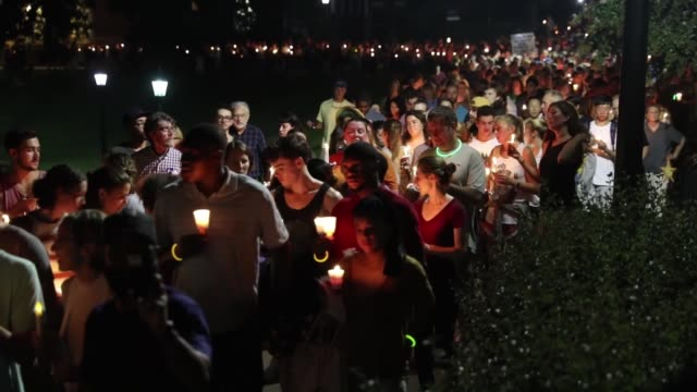 stockvideo's en b-roll-footage met hundreds of people attend a candle light vigil and march at the university of virginia's campus in response to the recent violent events in... - virginia amerikaanse staat