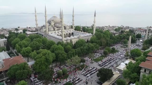 hundreds of people attend a mass iftar organized by istanbul's fatih municipality at sultanahmet square on may 16 2018 hasan suver mayor of... - sultanahmet district stock videos and b-roll footage