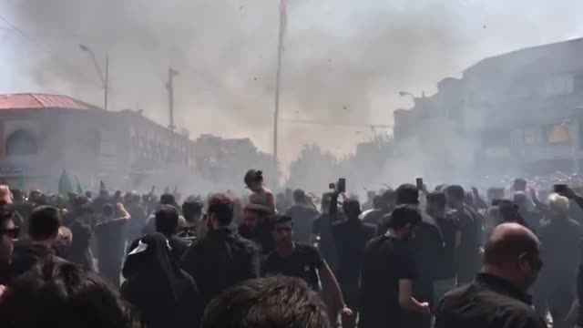 hundreds of people attend the international mourning ritual of ashura to mark the anniversary of the martyrdom of imam alhussain the grandson of... - ashura muharram stock-videos und b-roll-filmmaterial