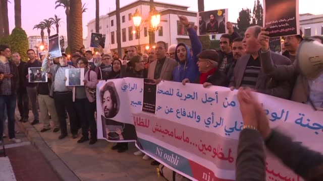 hundreds of people demonstrate outside morocco's parliament demanding the release of a journalist detained for criticising a judge in a tweet - gefangener stock-videos und b-roll-filmmaterial