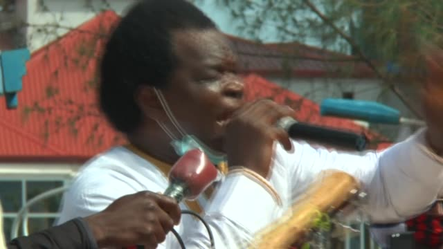 GIN: Mourners gather for funeral of Guinean singer Mory Kante