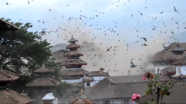 vídeos de stock, filmes e b-roll de hundreds of people have died in nepal after the himalayan nation was hit by a 79 magnitude earthquake on saturday at least 970 people have died in... - terremoto