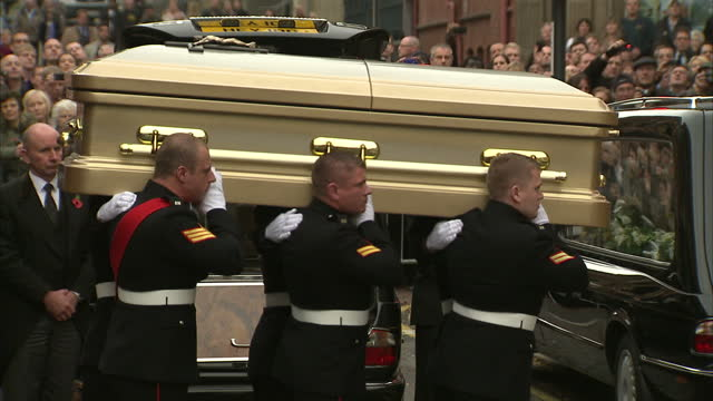 hundreds of people have paid their respects to legendary broadcaster sir jimmy savile a ceremony was held st anne's cathedral in leeds this afternoon... - ジミー サヴィル点の映像素材/bロール