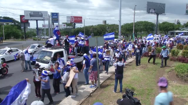 hundreds of people in managua form a human chain in the streets of managua to demand the release of political prisoners and to protest against... - managua stock videos & royalty-free footage