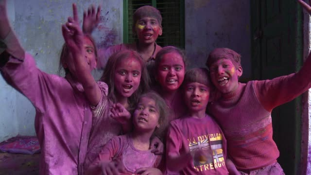 stockvideo's en b-roll-footage met hundreds of people including children and widows throw coloured powder at each other as part of holi celebrations a rarity as widows are often... - holi phagwa