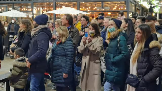 hundreds of people on saturday flocked to famous streets of london for christmas shopping despite coronavirus pandemic. anadolu agency video news... - turning on or off stock videos & royalty-free footage