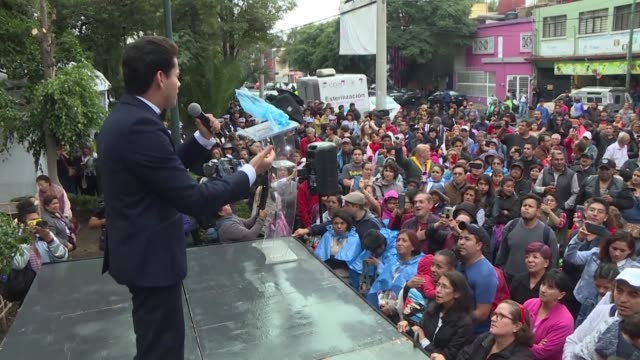 hundreds of people sing in honor of mexican singer jose jose during mexico's first tribute to his musical idol who died saturday in miami from... - pancreatic cancer stock videos and b-roll footage