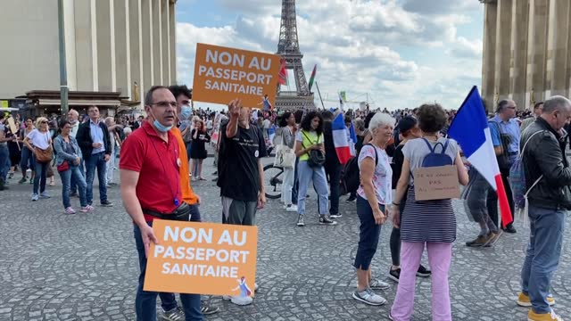 vidéos et rushes de hundreds of people staged a demonstration in paris on saturday against health pass restrictions two days after france, suspended 3,000 healthcare... - à profusion