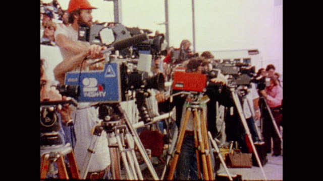 hundreds of photographers, videographers, camera crews and filmmakers line up their tripods and check their equipment as they wait for the columbia... - 1981 stock videos & royalty-free footage