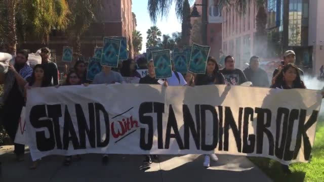 vídeos de stock e filmes b-roll de hundreds of san jose state university students and local organizations took to the main san jose state university campus to march in solidarity with... - oleoduto