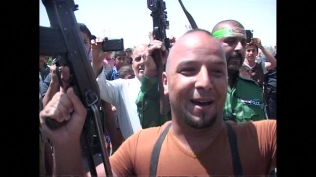 Hundreds of Shia tribesmen in Iraqs northern Diyala province were volunterring to fight the Sunni extremist militants who have already captured...