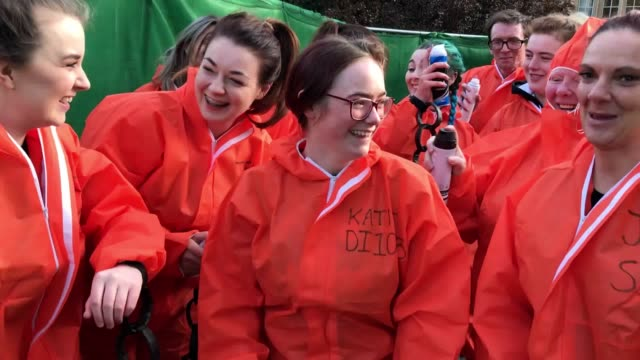 stockvideo's en b-roll-footage met hundreds of students take part in the traditional raisin monday foam fight on st salvator's lower college lawn at the university of st andrews in... - rozijn