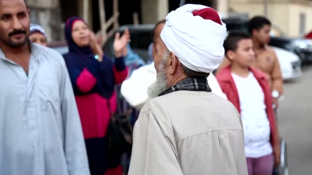 vidéos et rushes de hundreds of sufi muslims march to celebrate islamic new year in cario egypt on october 16 2015 - soufisme
