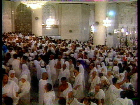 hundreds of sunni muslims dressed in traditional white ihram garments assemble for the annual pilgrimage at the hajj mecca saudi arabia - religious service stock videos & royalty-free footage
