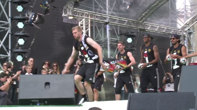 hundreds of thousands of german football fans gathered in berlin on tuesday to see their heroes return from brazil after winning germanys fourth... - sportweltmeisterschaft stock-videos und b-roll-filmmaterial