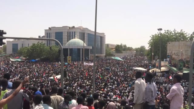 vídeos de stock, filmes e b-roll de hundreds of thousands of people have been taking to the streets of the capital khartoum to celebrate ousting of 30year rule of sudan's president omar... - sudão