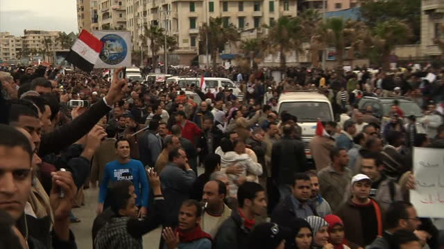 vídeos de stock, filmes e b-roll de hundreds of thousands of people have gathered in alexandria but with the violence in cairo escalating the protesters here are more cautious alex... - arab spring