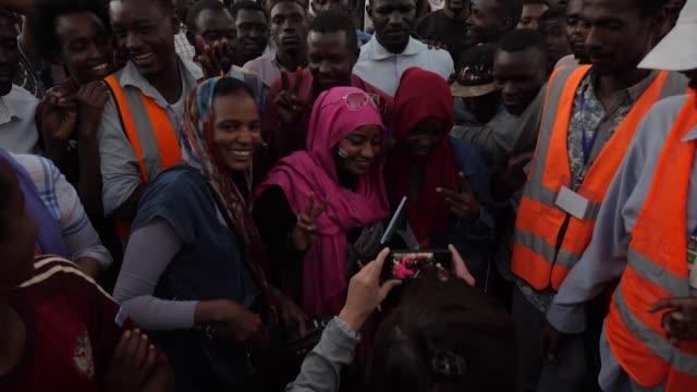 vídeos de stock, filmes e b-roll de hundreds of thousands of people have taken to the streets of the sudanese capital to demand that the country's military rulers step down the huge... - sudão