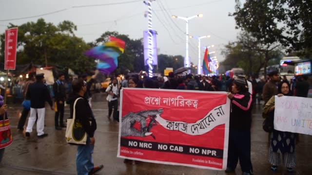 vidéos et rushes de hundreds of transsexuals came together in kolkata city the capital of the indian state of west bengal on friday in protest against a controversial... - à profusion