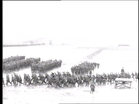 hundreds of troops on wet, muddy field falling out of separate units and running out of view / france - allarme di prova video stock e b–roll