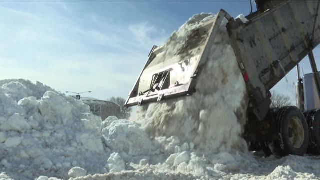vídeos y material grabado en eventos de stock de hundreds of trucks were hard at work on monday to clear the streets of washington bringing all the shoveled snow in a single location by the rfk... - estadio rfk