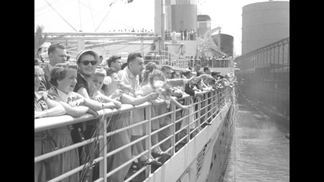 hundreds of waving wellwishers and people at railing with streamers / margaret truman and friend drucie snyder / vs passengers on the ship as they... - passagier wasserfahrzeug stock-videos und b-roll-filmmaterial